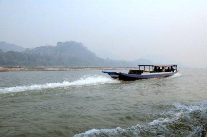 Makongiem w stronę dorzecza Nam Ou i do jaskiń.
