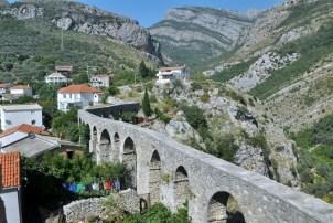 Turecki wiadukt połączony z twierdzą.