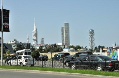 Część nowoczesna przy nadmorskim pasażu. Batumi to podobno najbardziej prestiżowa lokalizacja i cenami nieruchomości pobija stolicę.