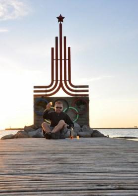 W 1980 roku w Moskwie odbyły się letnie igrzyska olimpijskie, a konkurencje żeglarskie rozegrano w Tallinie. To była ta olimpiada, którą zbojkotowało kilkadziesiąt krajów jako protest przeciw interwencji ZSRR w Afganistanie.