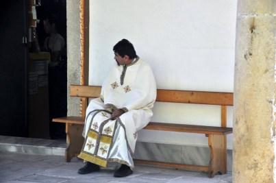 W oczekiwaniu na odprawienie mszy.