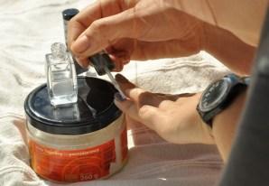 Lakier-sól-lakier, czy lepiej lakier-piach-lakier? Sól się ładnie mieni, a piach daje fajny mat.