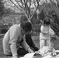 ted-hughes-with-frieda-and-nicholas