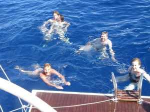 Im 29°C warmen Wasser des Atlantiks erfrischen wir uns.