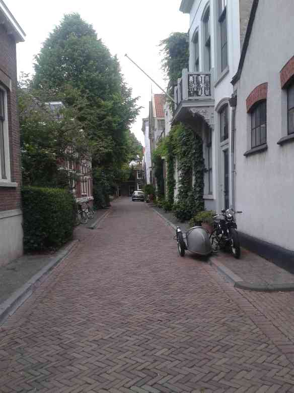The street next to the yacht harbour in Dordrecht, looking like some decades ago