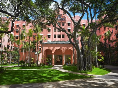 The Royal Hawaiian, Honolulu's pink lady