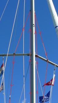 modifizierte Lazyjacks am Mast