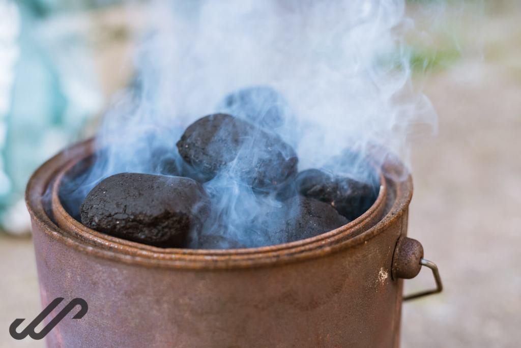 hete houtskool voor de bbq