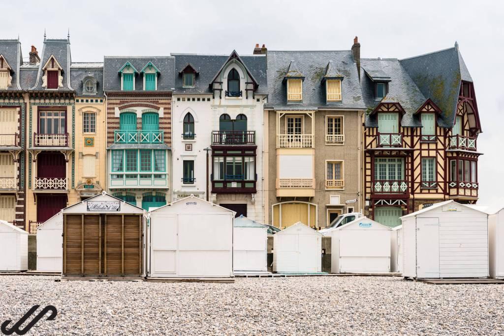 wandelen in franse kustplaatsen normandie