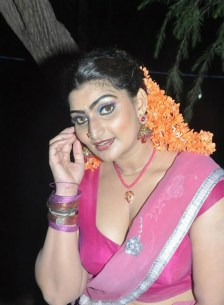 babilona-hot-stills-at-siruvani-movie-shooting-spot-14