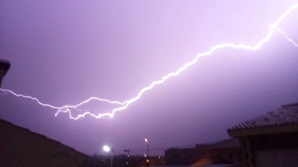 Hitte voorbij: zwaar onweer begint in de provincie Alicante, zondag 12 maart (bron:@Jere_Amoros).