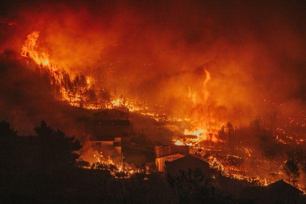 Inferno in Kroatië. Bosbranden dijen uit over de oostelijke wijken van Split (bron: Damira Kalajzic).