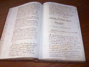 Fotografía del libro de actas de la Corte del Vicealmirantazgo de Gibraltar en el que se encuentran las correspondientes al juicio por el caso del Mary Celeste