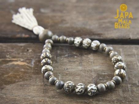 Conch Shell and Silver Greenwood Wrist Bracelet Mala