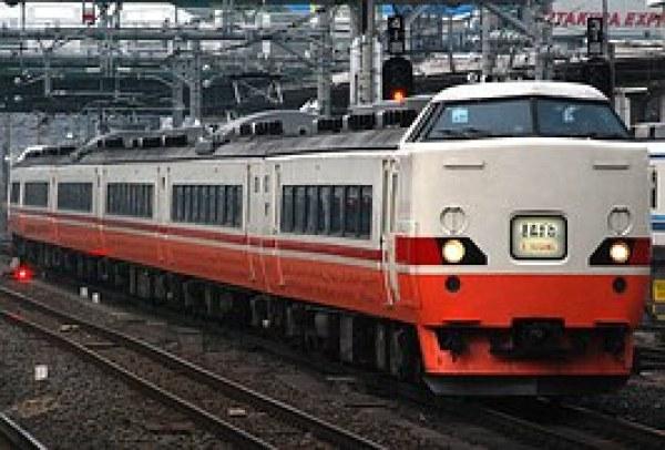 train-835936__180