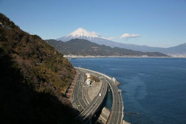 サッタ峠から見る富士山