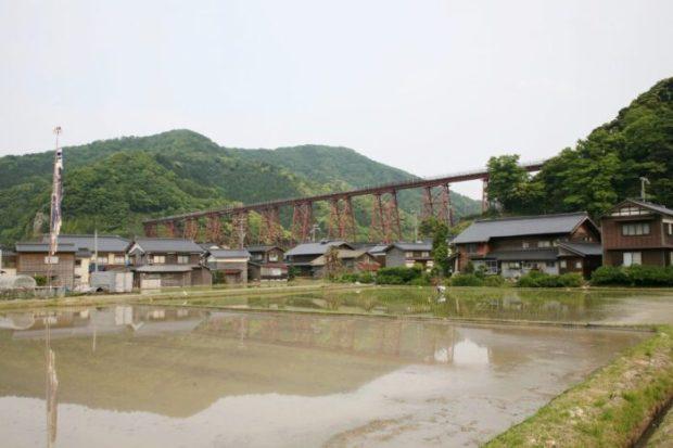 旧余部橋梁と鯉のぼり
