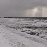 オロロンラインの冬の海の景色。北海道の冬の厳しさを感じました。12月の小平町。