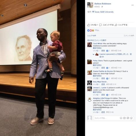 赤ちゃんを抱っこしながら講義(画像は『Ashton Robinson 2017年9月7日付Facebook』のスクリーンショット)