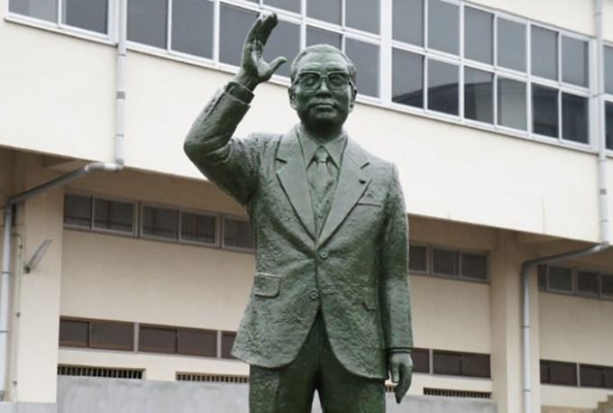小渕恵三の像