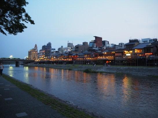 Restavracije ob reki Kamogawa.