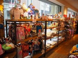 Shinsaibashi arkade. Trgovina z oblačili za dojenčke? Ne, za pse. :D