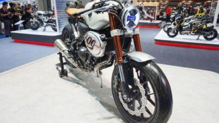 Honda 300 TT front