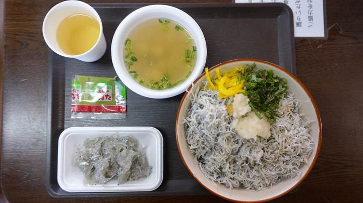 Whitebait Bowl (Chirimen-don ちりめん丼 / Shirasu-don しらす丼)