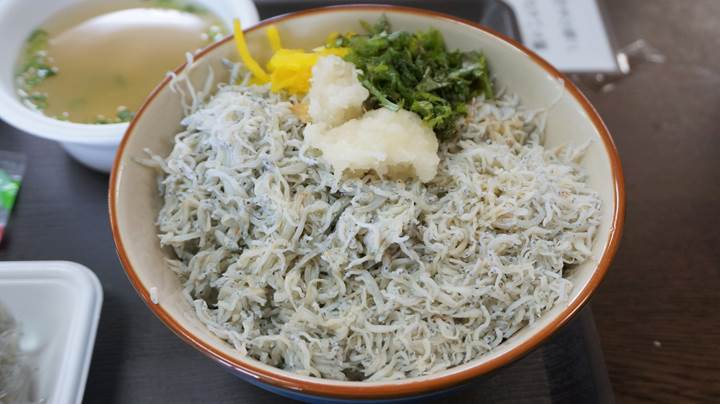 Whitebait Bowl (Chirimen-don ちりめん丼 / Shirasu-don しらす丼)