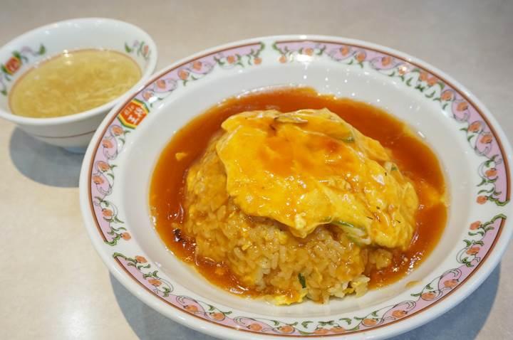 Gyoza OHSHO 餃子の王将 - Tenshin-Chahan: Crab Flavored Omelette on Fried Rice 天津炒飯