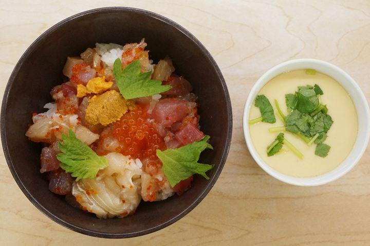 Conveyor Belt Sushi Restaurant (Sushi Go Round) 500 Yen Lunch Seafood Bowl - KURASUSHI くら寿司 500円ランチ 海鮮丼