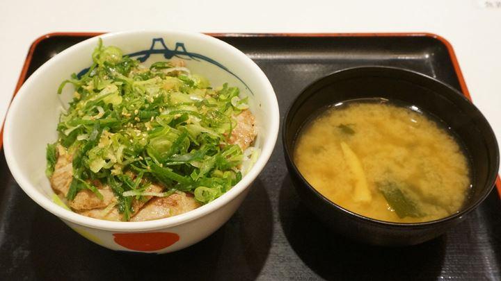 Extra Green Onions and Grilled Pork Bowl ネギたっぷりネギ塩豚肩ロース丼 - Matsuya 松屋