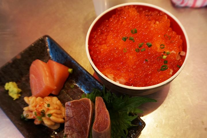 Salmon Roe Rice Bowl of UOKUSA in Ueno Tokyo 東京 上野 魚草 いくら丼