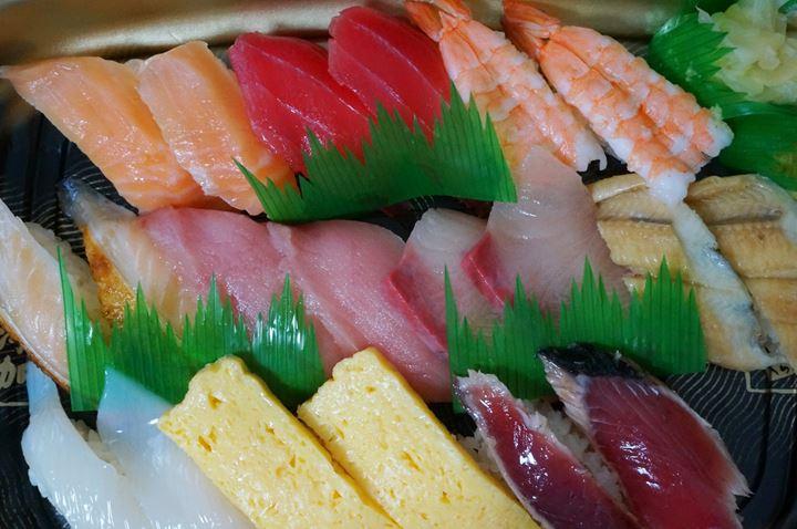 Conveyor Belt Sushi Restaurant (Sushi Go Round) KURASUSHI くら寿司 極旨人気10種セットTakeout