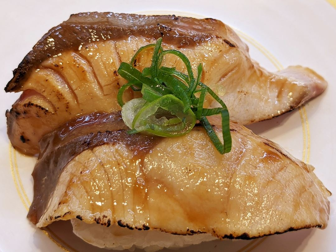Giant Fresh Cold Season Yellowtail with Grilled Soy Sauce でっか寒ぶり焦がし醤油 KAPPASUSHI (KAPPAZUSHI) かっぱ寿司