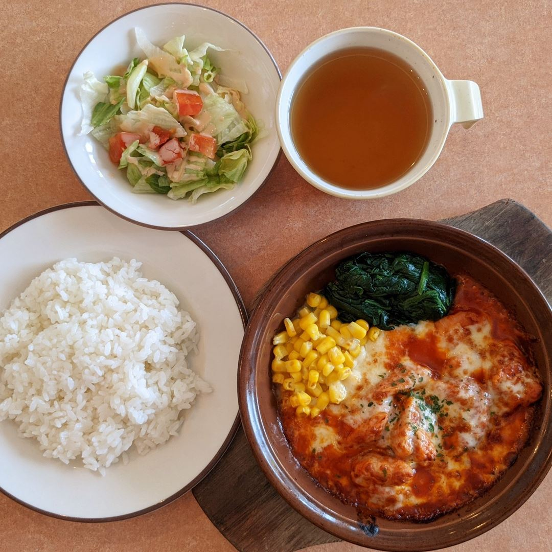 Lunch 500円ランチ Chicken with Cheese and Tomoto Sauce 鶏肉のトマトソース煮込み - Saizeriya サイゼリヤ