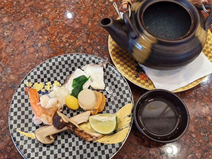 Steamed Dish in an Earthenware Teapot 土瓶蒸し Sushi CHOUSHIMARU すし 銚子丸 - 回転寿司 鮨