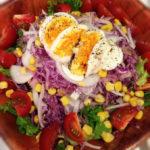 ゆで卵と紫キャベツのサラダ