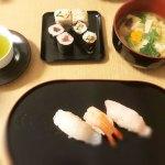 握り寿司と巻き寿司とお味噌汁