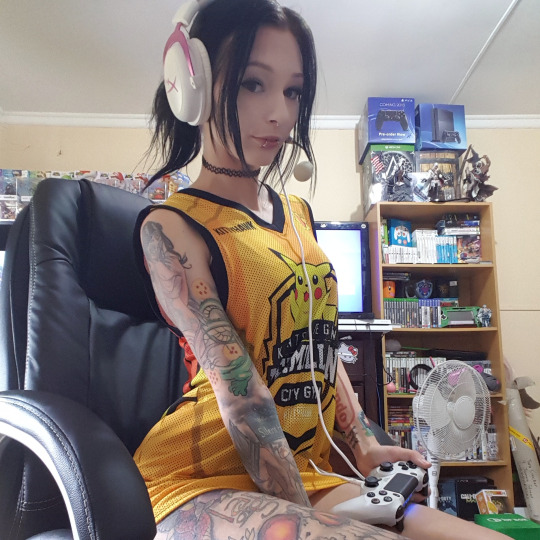 Gamer Girl – Hylia Suicide