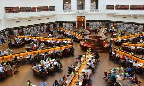 【留学生受け入れ動向調査】結果公表  卒業後9割が国内進学・就職を希望