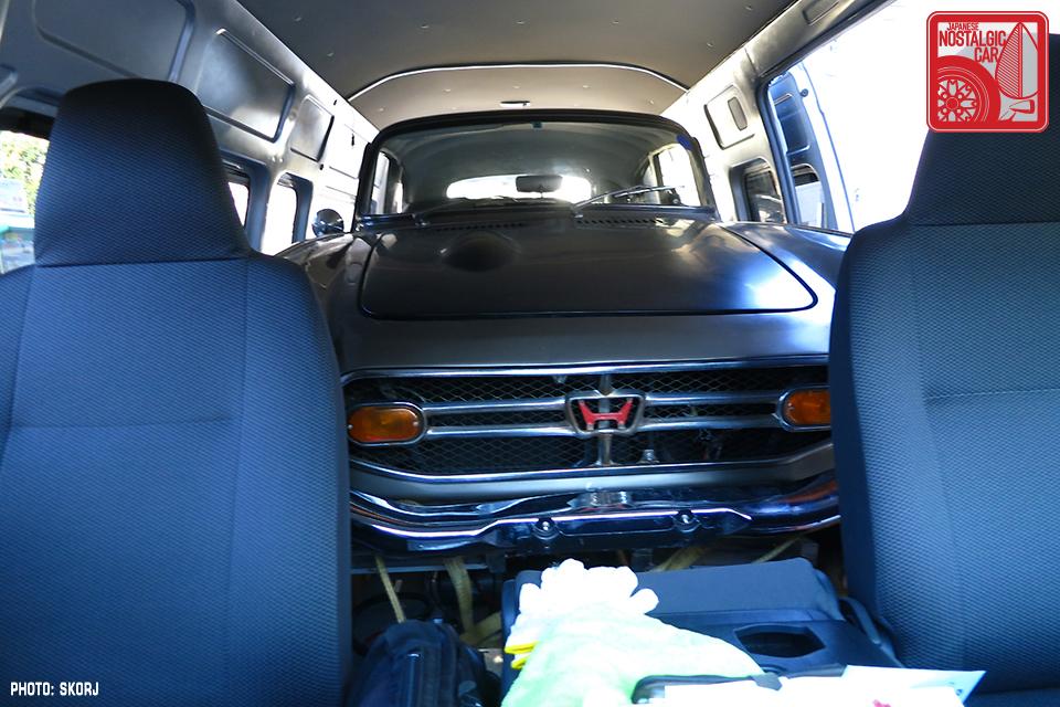 H200 Toyota Hiace Berfungsi Sebagai Mobil Towing Untuk