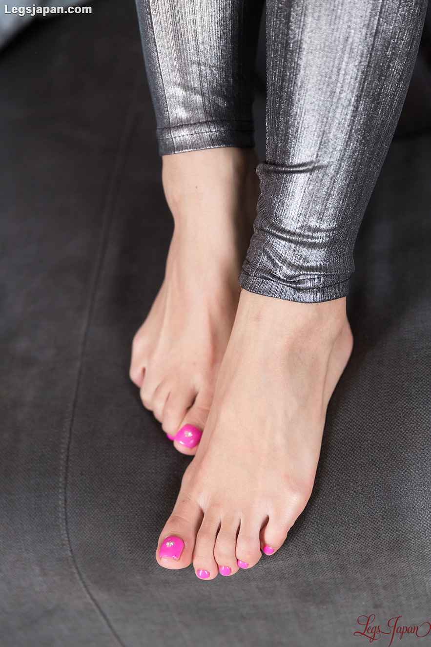 Sexy Beauty With Pink Toes Natsume Hotsuki Gives A Footjob