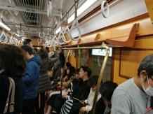 Un métro pas comme les autres, en bois ! Direction Odaiba !