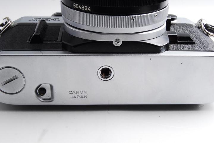 カメラ三脚側のストッパーねじをこの穴にSET