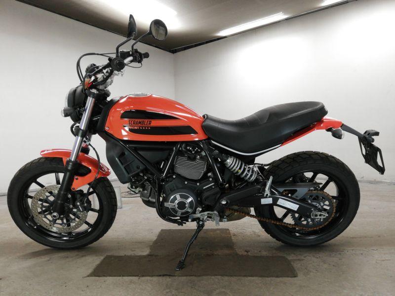 ducati-bike-scrambler-sixty2-orange-70312365471-2