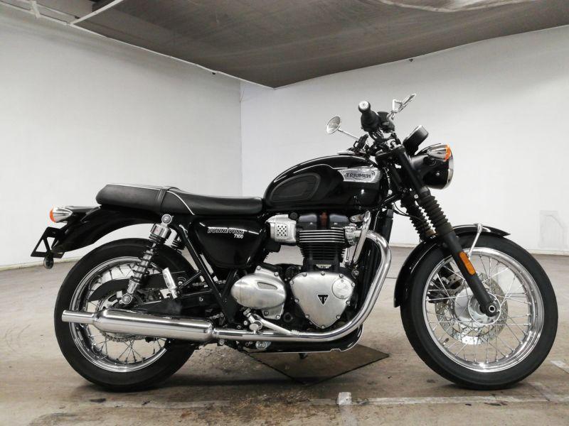 triumph-bike-bonneville-black-70312365489-1