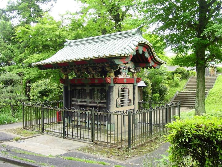 Choujimon - the clove gate - is still preserved at Fudo-ji in Tokorozawa, Saitama.