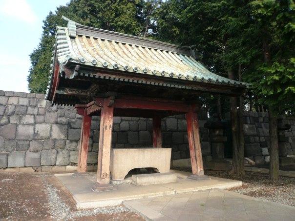 Water basin at Tokugawa Ietsuna's Grave