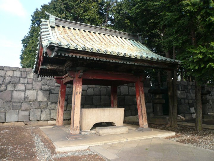 Water basin at Tokugawa Ietsuna's Grave